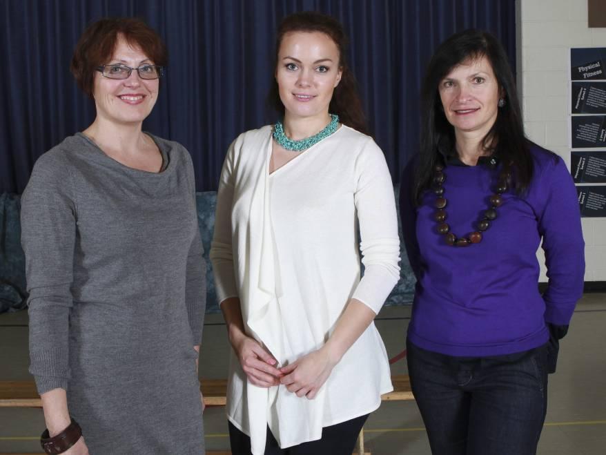 Iš kairės: Kursų vedėja Brigita Ručinskienė, Agnė Urbonaitė, Rasa Kapeniak
